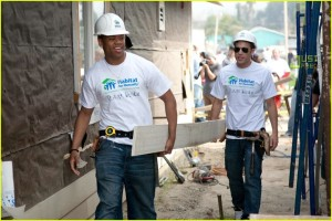 http://www.justjared.com/photo-gallery/1796651/90210-habitat-for-humanity-02/